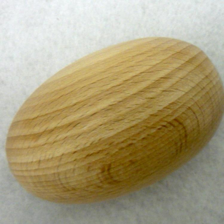 Uovo in legno per rammendo