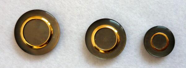 Bottone resina anello in metallo dorato fine anni 60