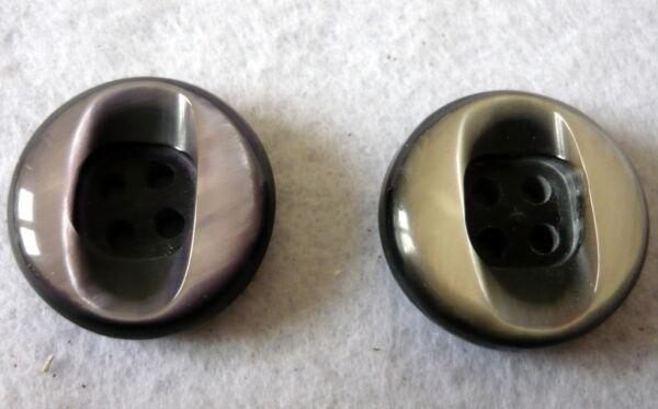 Bottone in resina anni 70 quattro fori