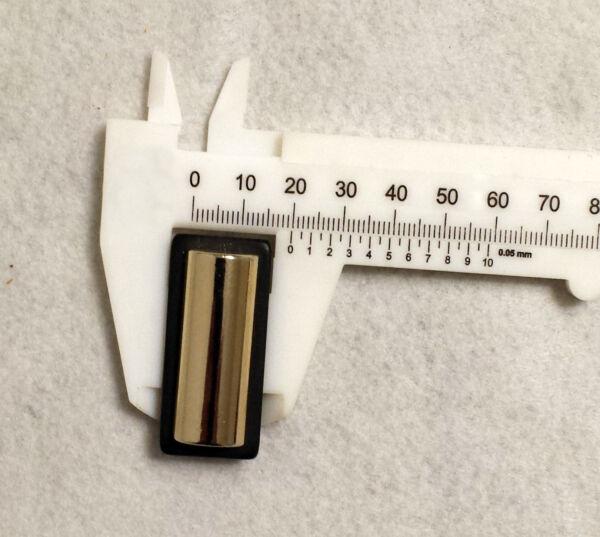 Bottone rettangolare bombato ( metallo con base in resina)