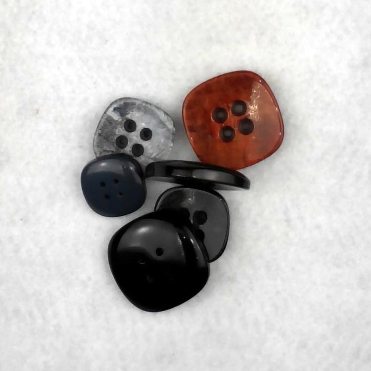 Bottone Piatto 4 fori quadrato