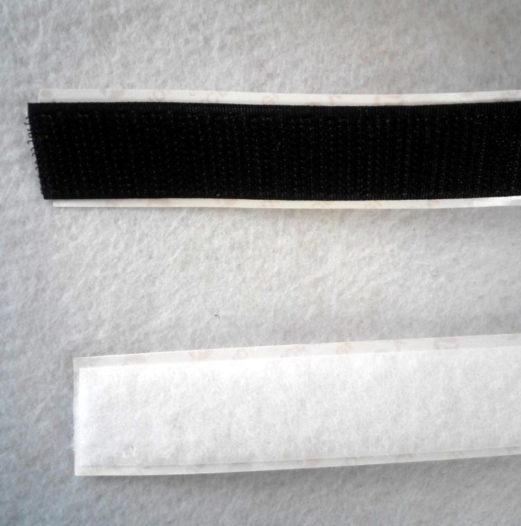 "Velcro autoadesivo Ausonia mm. 20 ""vendita a metraggio"""