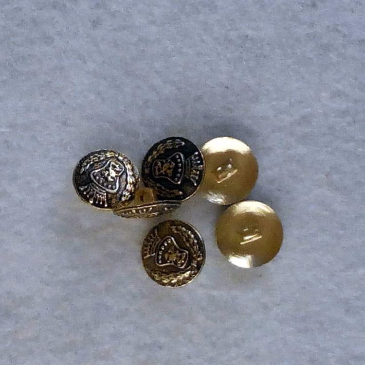 7 bottoni di metallo con stemma (L50)