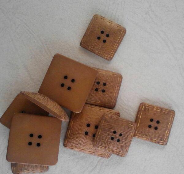 set di 10 bottoni di fine anni 50 (art L60)