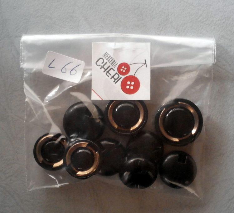 Set di 9 bottoni fine anni 60 (art. L66)