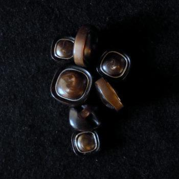 Bottone  quadrato anni 70  (art. V1037)