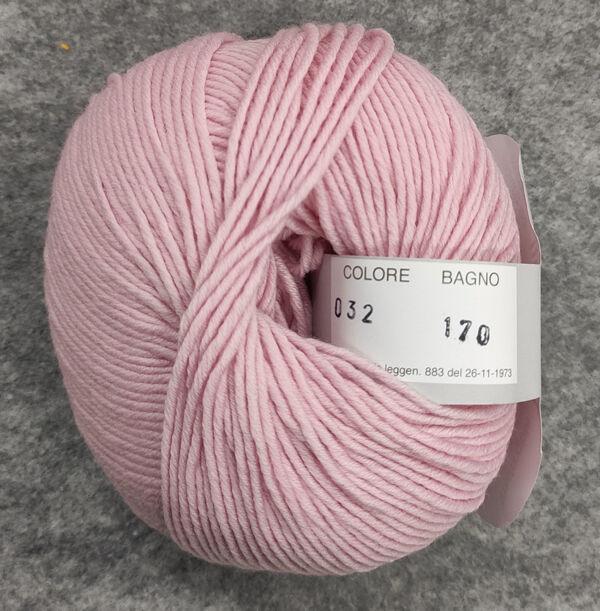 Gomitolo lana merinos cinque capi col. 32