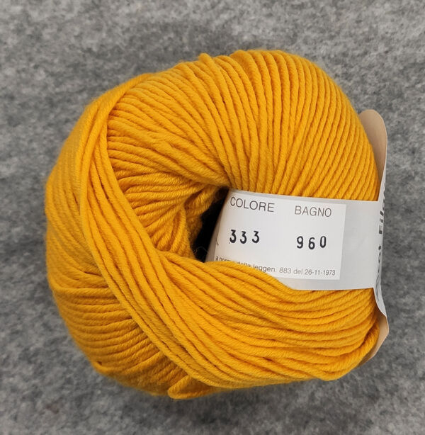 Gomitolo lana merinos cinque capi col. 333