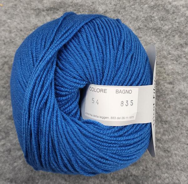 Gomitolo lana merinos cinque capi col. 54