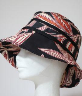 Cappello da pioggia Nero con fiocchetti