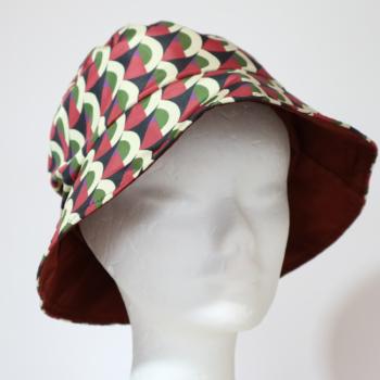 Cappello da pioggia Bordeaux a semicerchi