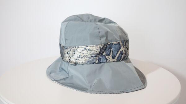 Cappello da pioggia Grigio e pelle di serpente